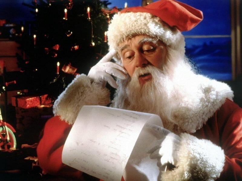 Дед Мороз читает список